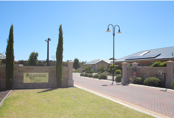 Riverside Estate Renmark Entrance